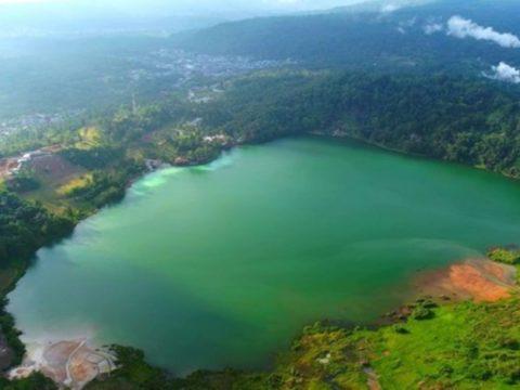 5 Danau Indah di Indonesia yang Bisa Berubah Warna